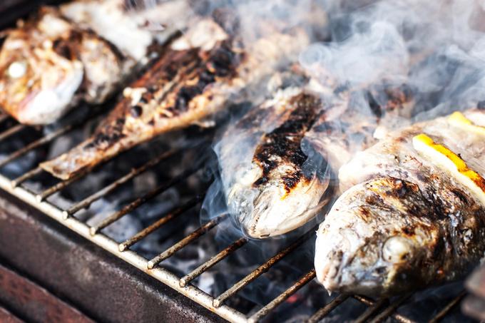 Рыбка с дымком: готовим скумбрию на гриле