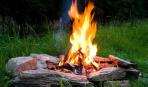 Разжечь костер в два счета: 5 лайфхаков для пикника