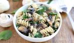 Вкусные макароны с грибами и шпинатом