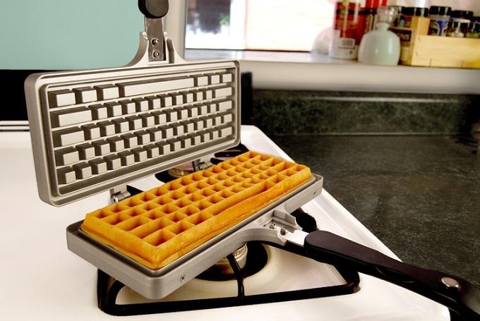Появилась вафельница в виде компьютерной клавиатуры