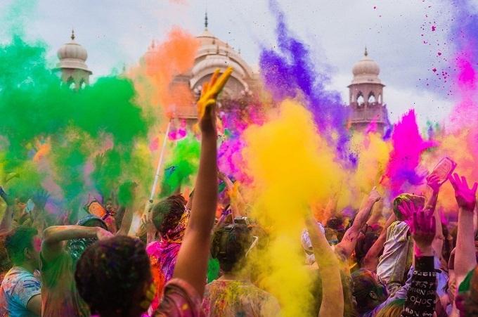 Сегодня отмечают Холи – праздник красок в Индии