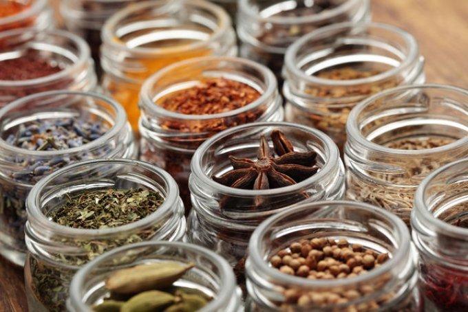 Секреты кулинара: как правильно хранить специи и пряности
