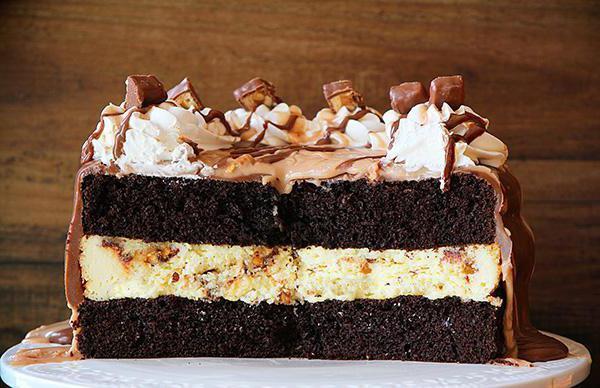 Десерт дня: торт Сникерс