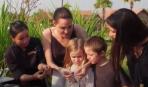 Анджелина Джоли накормила детей скорпионами и тарантулами (видео)