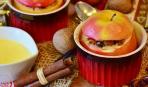 Запеченные яблоки с творогом и изюмом