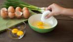 Как отделить желток от белка за 2 секунды