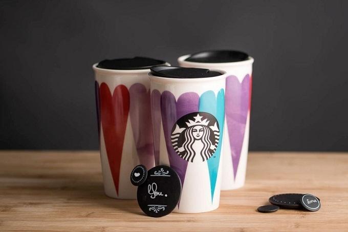 Starbucks выпустил коллекцию декоративных чашек на День Валентина