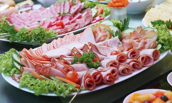 Новогодние запасы: как хранить новогодние салаты и закуски