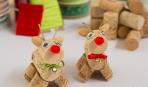 Праздничный декор: олень из винных пробок