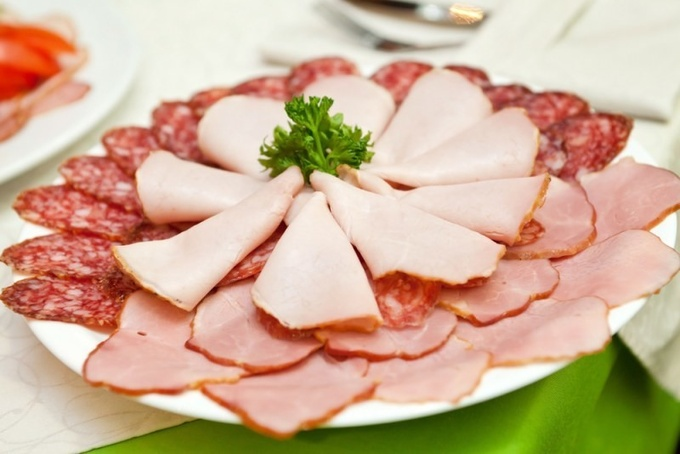 Новогодний стол: секреты мясной нарезки (видео)