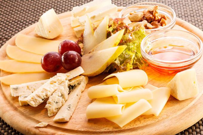 Сырная тарелка: красивая идея к новогоднему столу (видео)