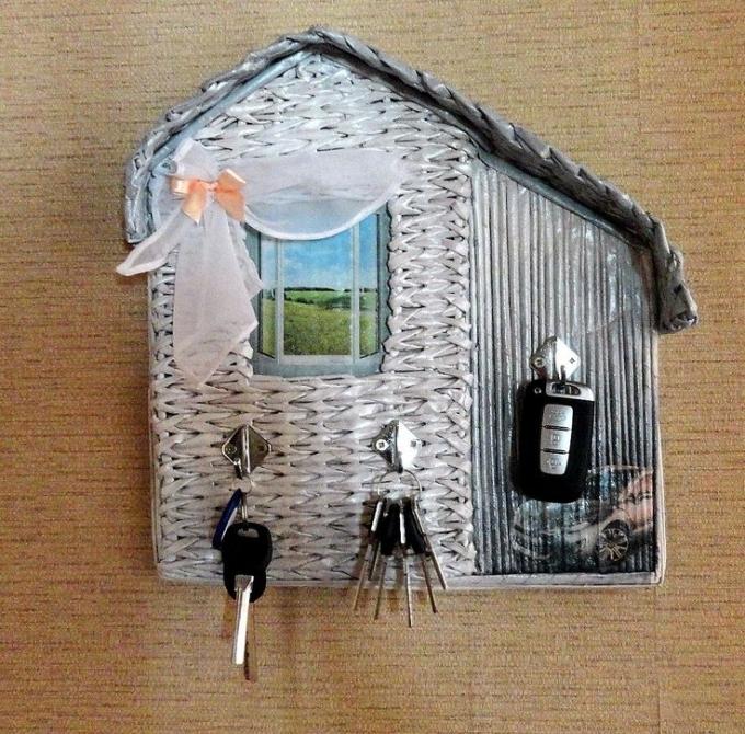Порядок в доме: подбираем настенную ключницу