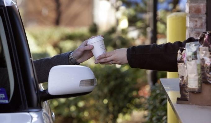Чашечка кофе за неиспользование смартфона за рулем