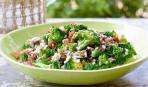 Салат со спаржей, салями и брокколи