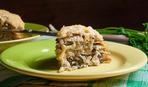 Запеченный пирог с грибами, сметаной и сыром