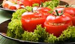 Вкуснейшая бюджетная закуска: запеченные помидоры «в шапочках»