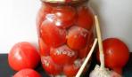 Маринованные помидоры с чесночными «хлопьями»