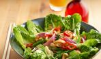 Римский салат с курицей и кешью