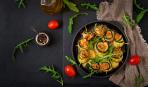 Как вкусен летний ужин: кабачковые рулетики с куриным мясом