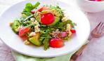 Салат с рукколой, виноградом и авокадо