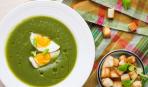 Зеленый суп с яйцом и гренками