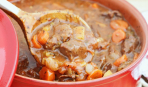 Аппетитное мясное жаркое с грибами