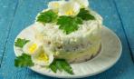 Слоеный салат из печени трески