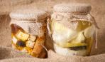 Маринованная фета с чесноком и оливками