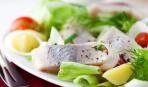 Салат из сельди, яиц и картофеля