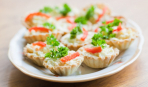 Корзинки с крабовым салатом