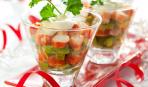 Новогодний салат из крабовых палочек и авокадо