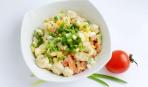 Салат из жареной курицы с грибами и помидорами