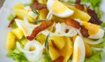 Теплый салат из картофеля, яиц и бекона