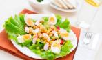 Крабовый салат с гренками на Пасху
