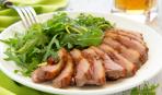 Необычный салат с уткой и рукколой