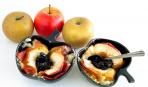 Запеченные яблоки с вишней и ромом