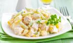 Салат из курицы с кукурузой и огурцами