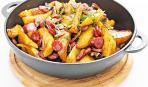 Грибы, колбаски и картошка, соль, перец, времени немножко - салат готов!