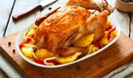 Запеченная курица с яблоками и айвой