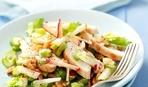 Ну очень полезный салат из сельдерея, перца и яблок