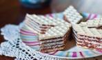 Что приготовить на десерт: вафельный торт с масляно-медовой начинкой