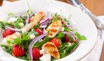 Гости ахнут: роскошный салат с клубникой и курицей-гриль