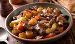 Тушеное мясо с картофелем и грибами