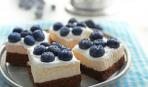 Йогуртовые пирожные с голубикой