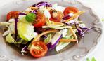 Летний салат из капусты с помидорами