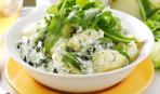 Ужин на скорую руку: молодой картофель с зеленью и сметаной