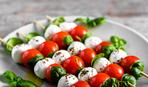 Капрезе с помидорами черри