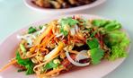 Хрустящий азиатский салат с лапшой Рамен