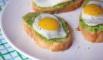 Идея для завтрака: яичница на бутерброде