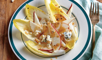 Салат с цикорием грушей и сыром Горгонзола